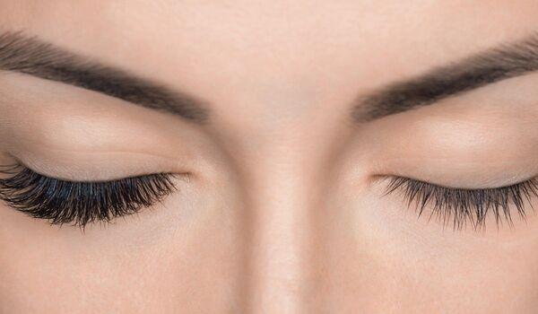 Grow Eyelashes: इस तरह बनाएं अपने पलकों को घना